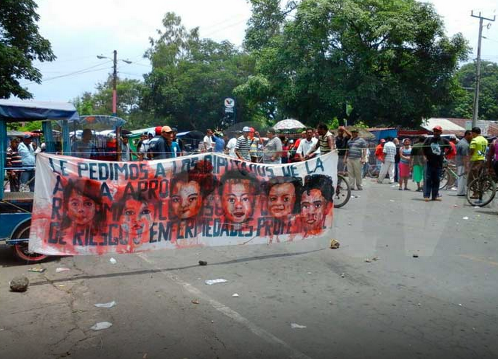 Empalagoso (Saccharine): The Chichigalpa Portrait Project, Banners in Protest. Photo courtesy of local news.