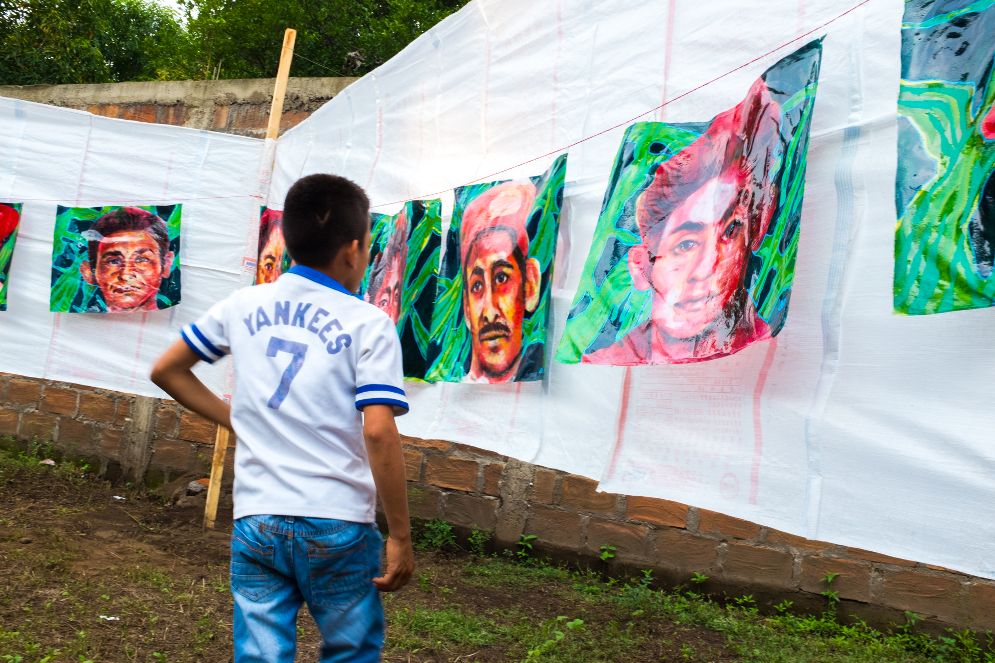 'Empalagoso (Saccharine): The Chichigalpa Portrait Project, 23 Memorial Portraits Installation' (2016) Image courtesy of Tom Laffay.