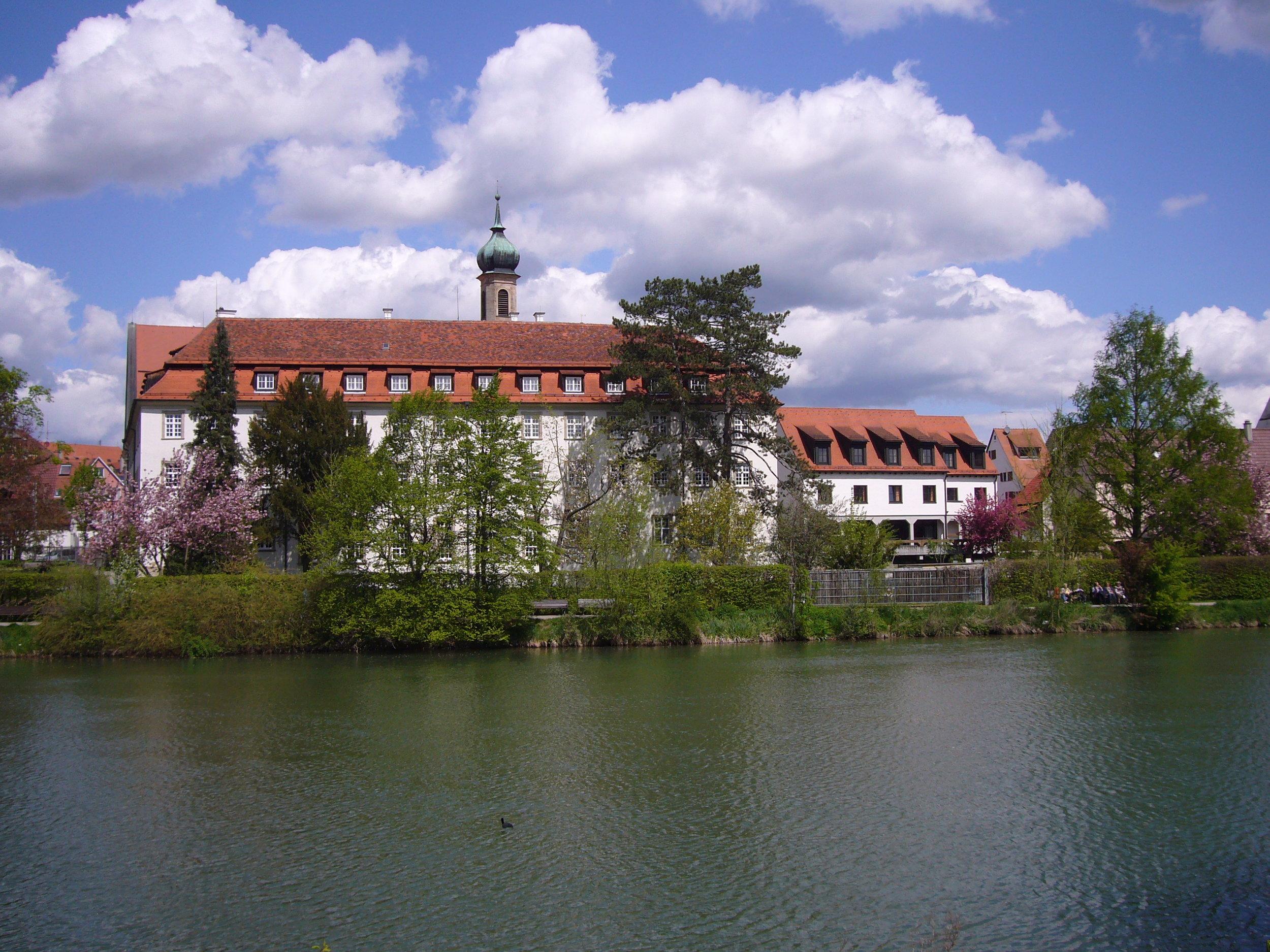 Hirscherhaus von außen.jpg