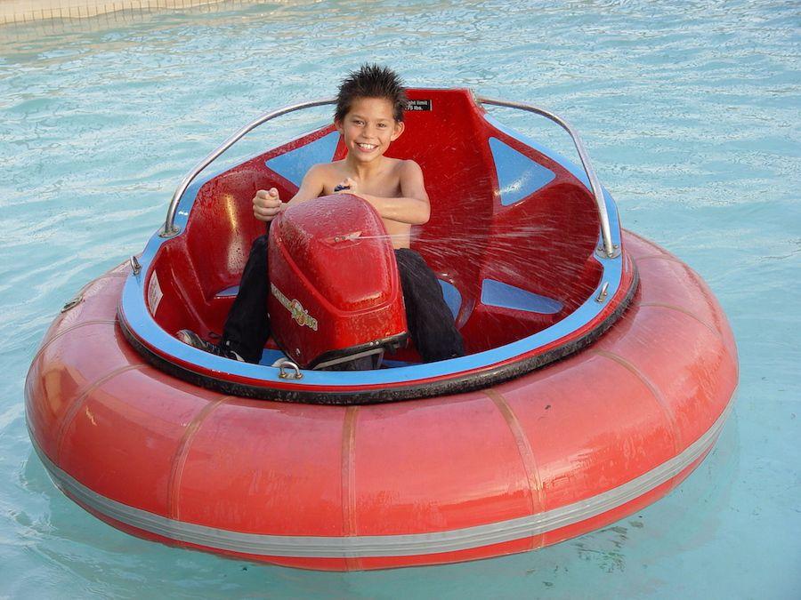 bumper-boats-oasis-fun-center-4.jpg