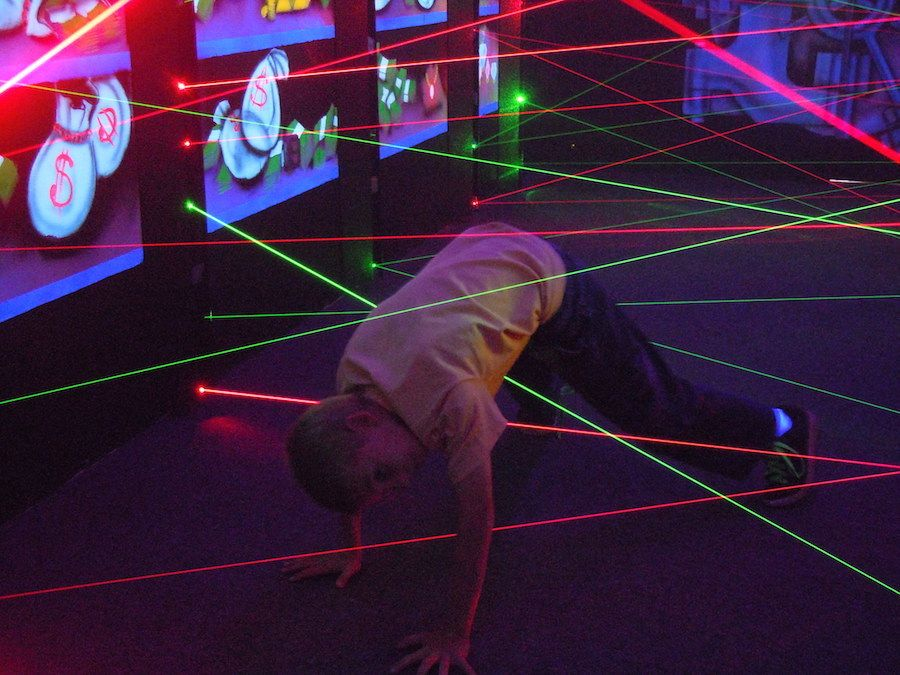 laser-maze-oasis-fun-center-3.jpg