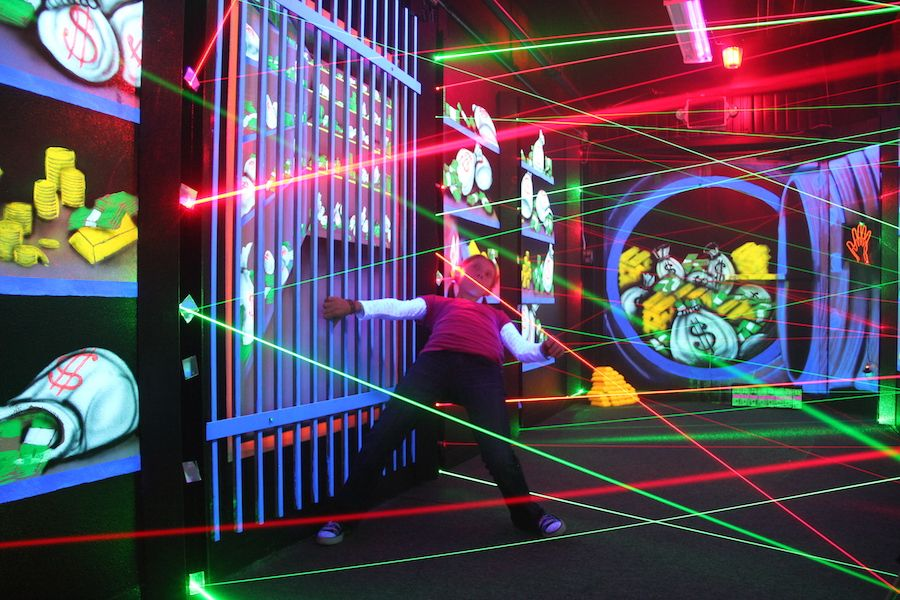 laser-maze-oasis-fun-center-4.jpg