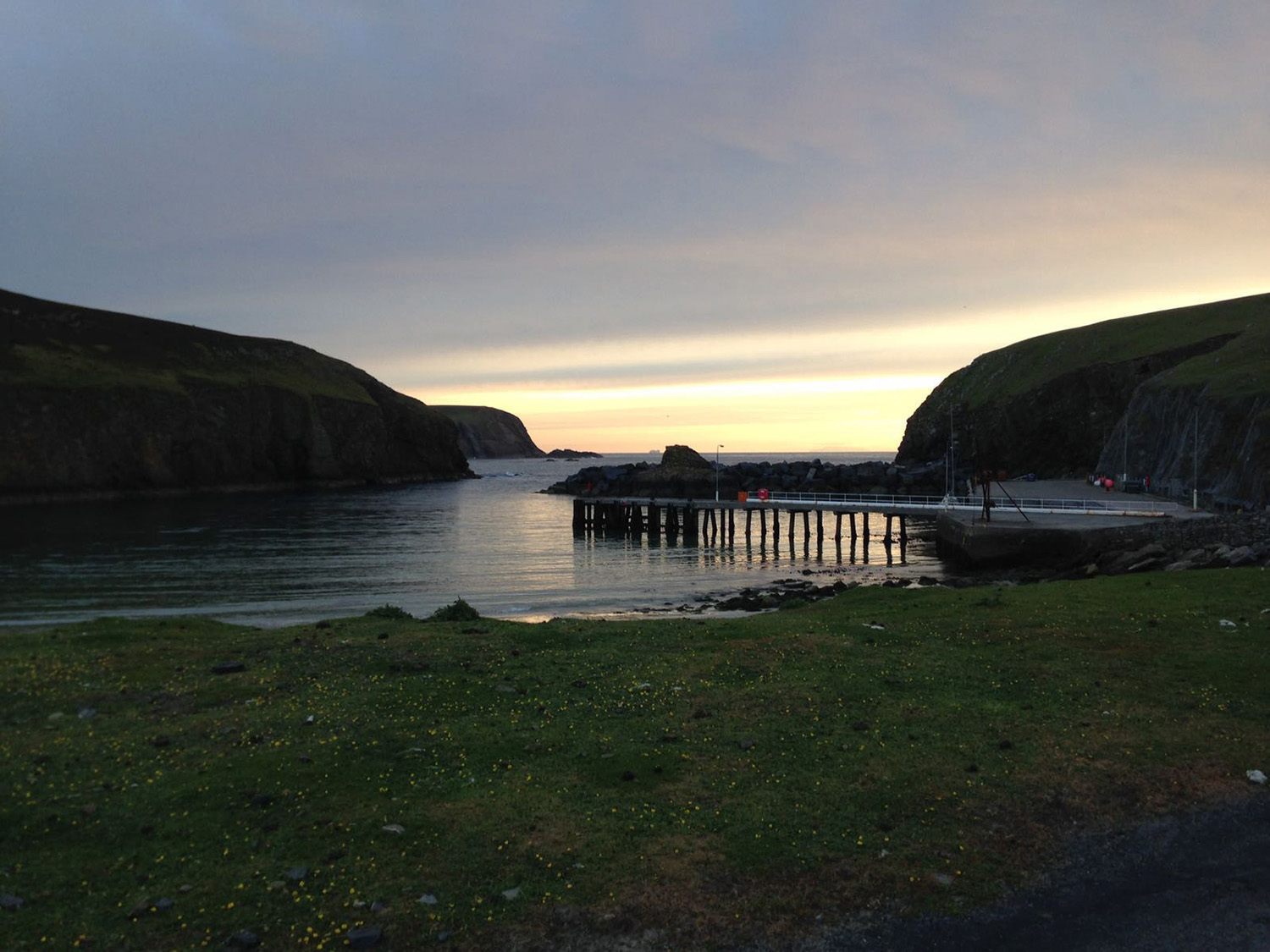 Looking over the North Haven - simmer dim. The photo on the right is as dark as it got that night. (thank you to my friend and Obs warden, Ciaran, and his phone for these photos!)