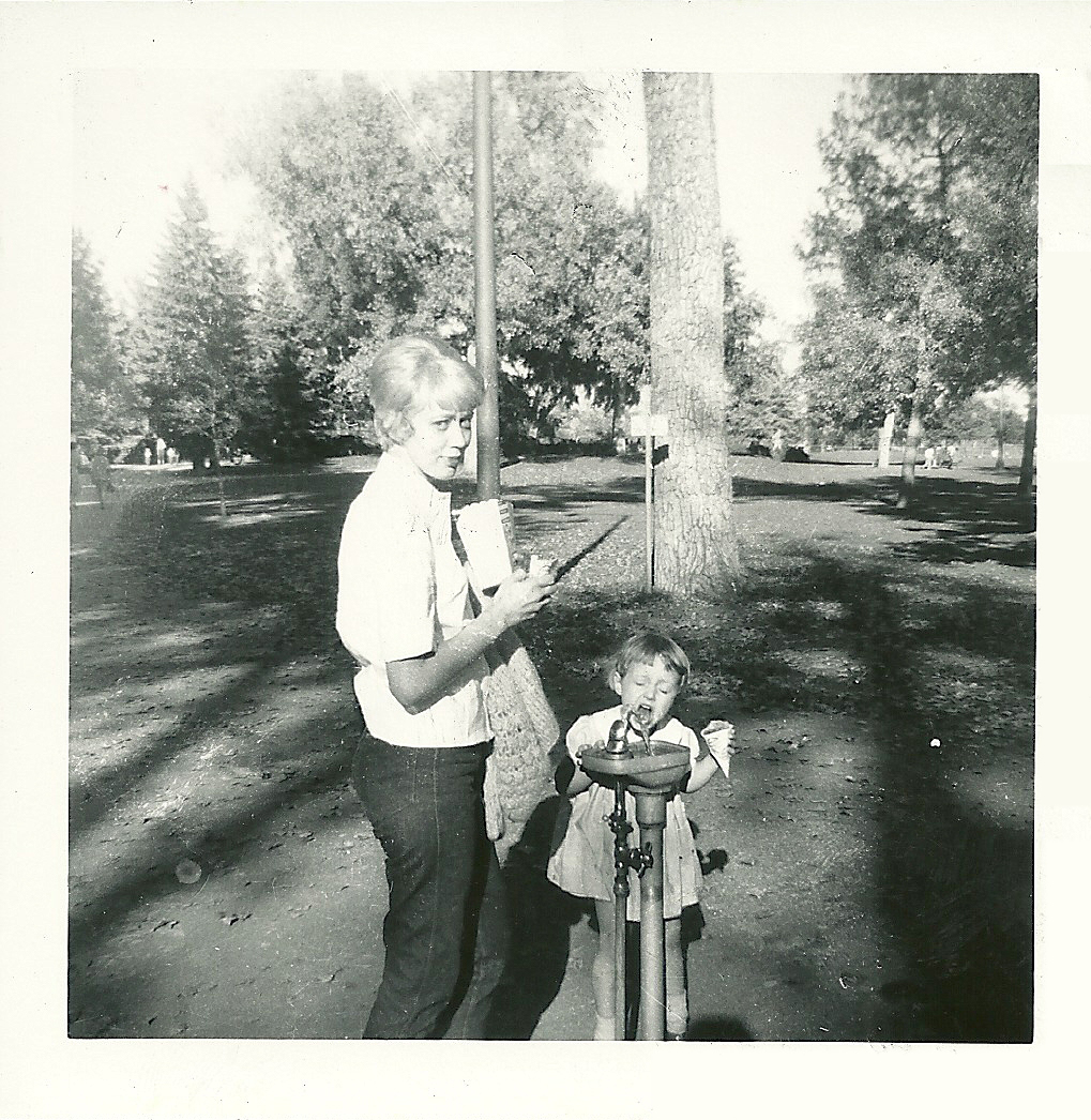 Betty and her daughter Jeannie at City Park in Denver in the mid-1960s, when she worked as a highway-diner waitress in Limon, Colorado. (Courtesy of Sarah Smarsh)