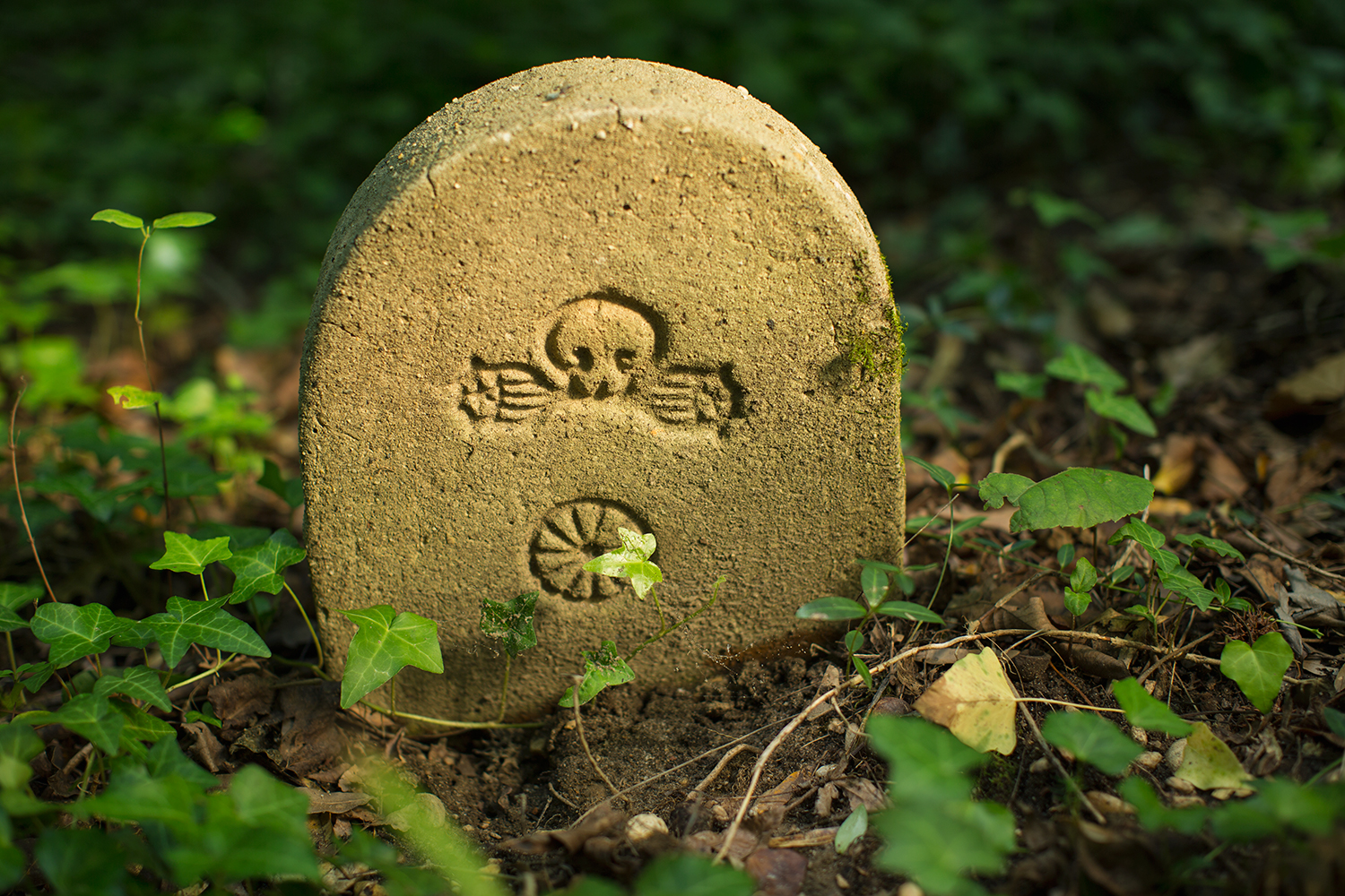 Rear of headstone for ten-month-old Lucy J. Thomas, born in 1902. The skull symbol is not common on East End headstones.