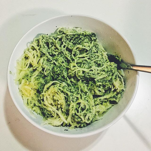 FAUXghetti with pesto... just as good as the real thang. Stalk my latest blog post for healthy swaps you can make to look and feel your best this year. Link in my bio 👆🏻