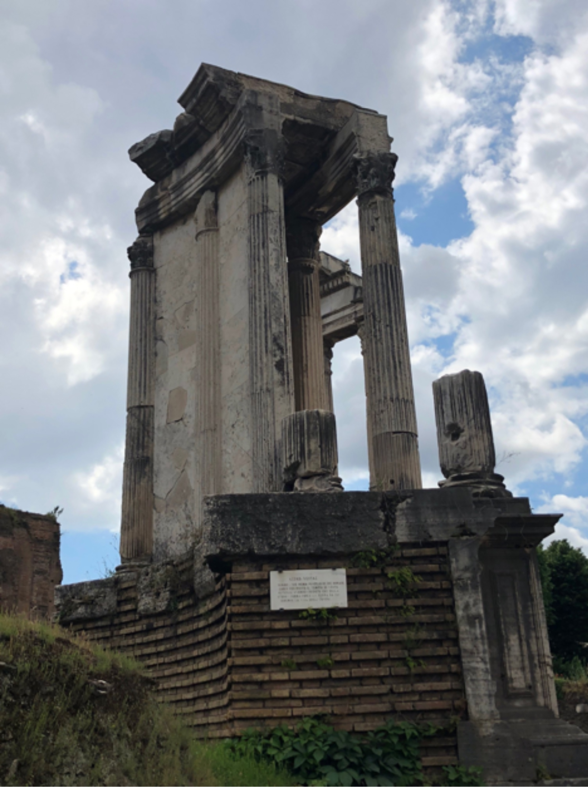 Temple of Vesta, the hearth of Roma