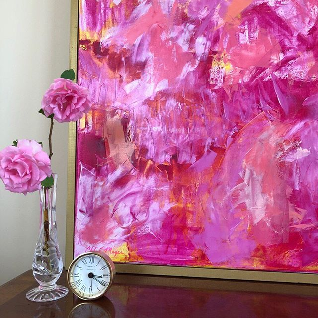 Roses are blooming! It's my favorite time of year as most of my color inspiration comes from nature. . Want to get first dibs on my new paintings? 💌 DM me and I'll add you to my newsletter list! . . #chloemeyerart #interiorstylist #myhomestyle #vogueliving #interiorlove #smmakelifebeautiful