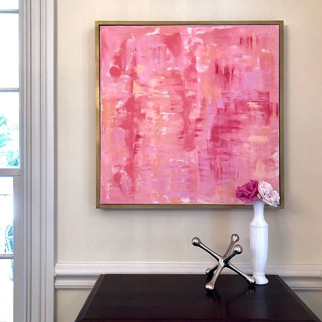 Contemporary art paired with traditional interior decor works for me. Surround yourself with what brings you joy! . . Want to get first dibs on my new paintings? 💌 DM me and I'll add you to my newsletter list! . . .  #Chloemeyerart #interiorlove #smmakelifebeautiful #vogueliving #interiorstylist #myhomestyle