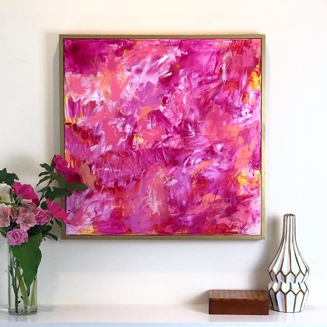 Someone told me my aura is pink. They might be right. 😉💕💐 Has anyone told you what color your aura is? . This oil painting is available on my website. Always feel free to DM me questions too! . #interiorlove #interiorstylist #myhomestyle #smmakelifebeautiful #vogueliving