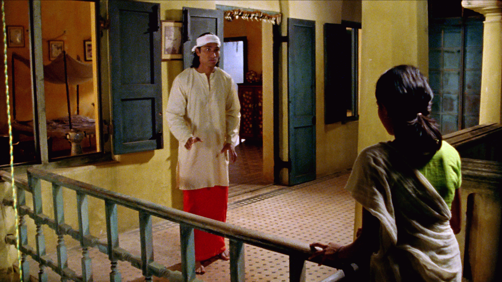 Shekhar approaches Vanaja for bangle.jpg