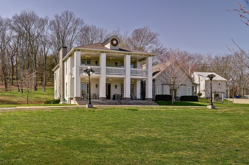 COUNTRY ESTATE  (41 images) - Sherlock built with a blend of country and elegance.