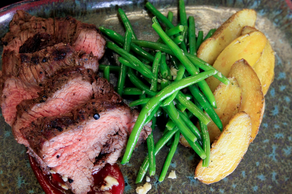 Grilled Beef Tend w FingPot and Harticot Verts_13.JPG