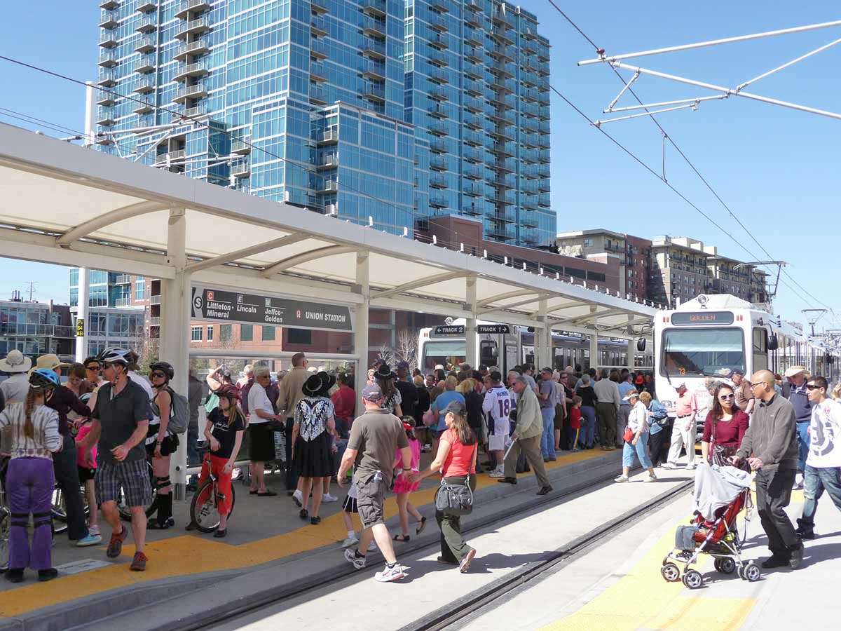 Observingpublic transit users atDenver's Union Station