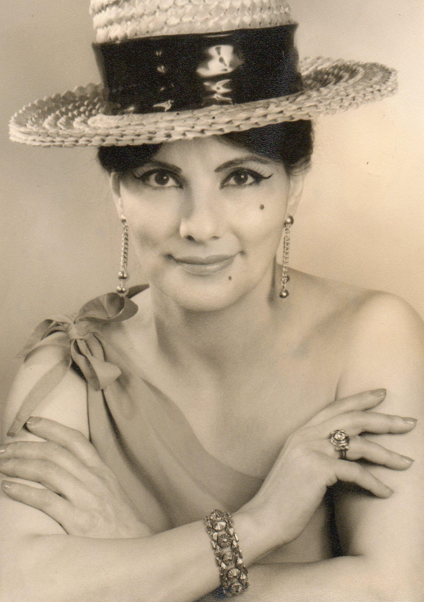 Imi Portrait in Straw Hat (1).jpg