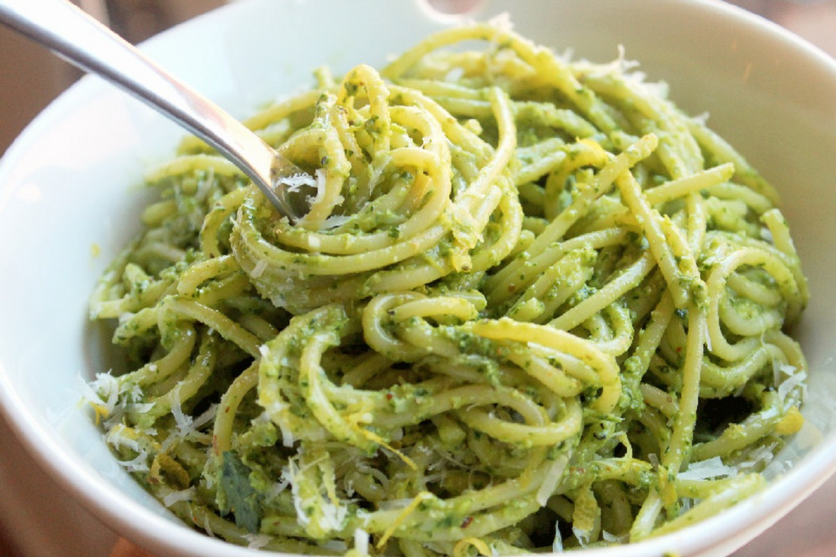 Pasta al pesto (pasta recipe from Liguria)
