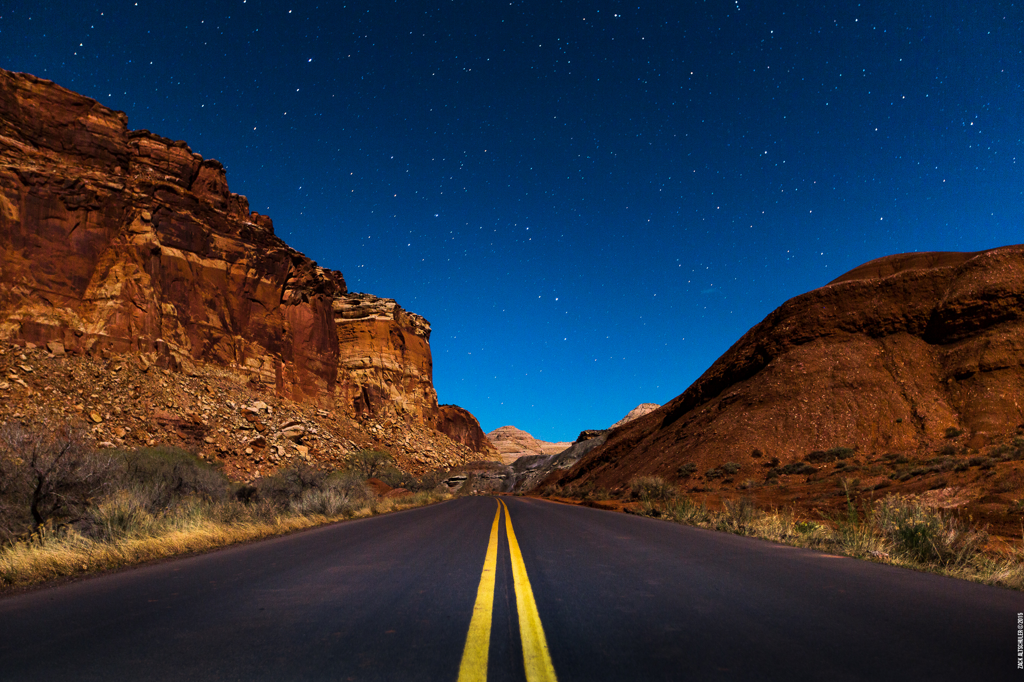 11_CapitolReef_DownRoad.jpg