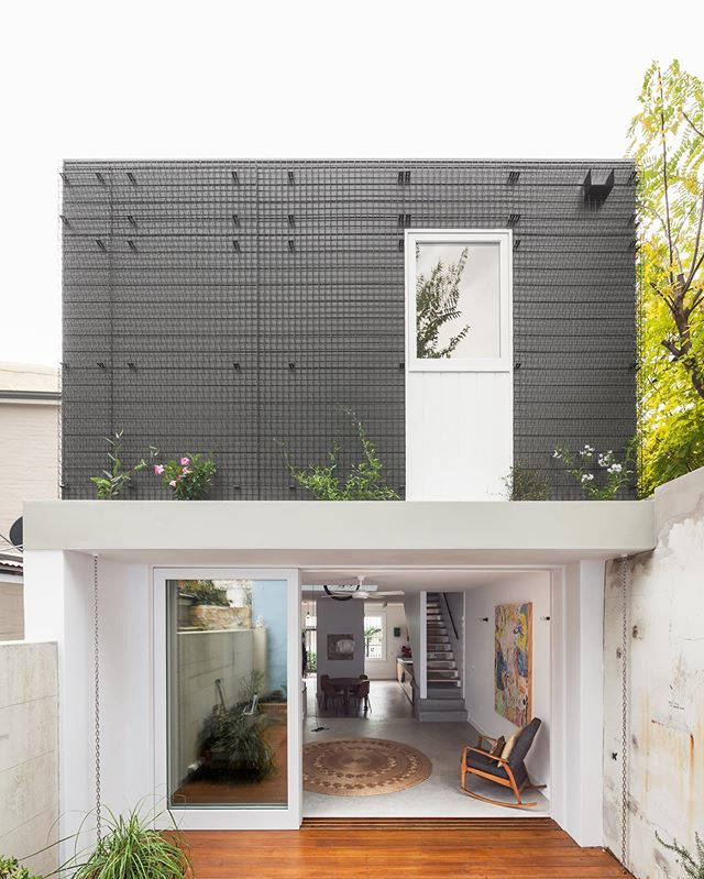 Surry Hills terrace renovation. Still one of our favourites.  Built by #TrumanBuilding #terracespecialists  Designed by @tribestudio_  Photo by @_katlu  #terracehouse #residentialarchitecture #australianarchitecture #sydneybuilder #archidaily