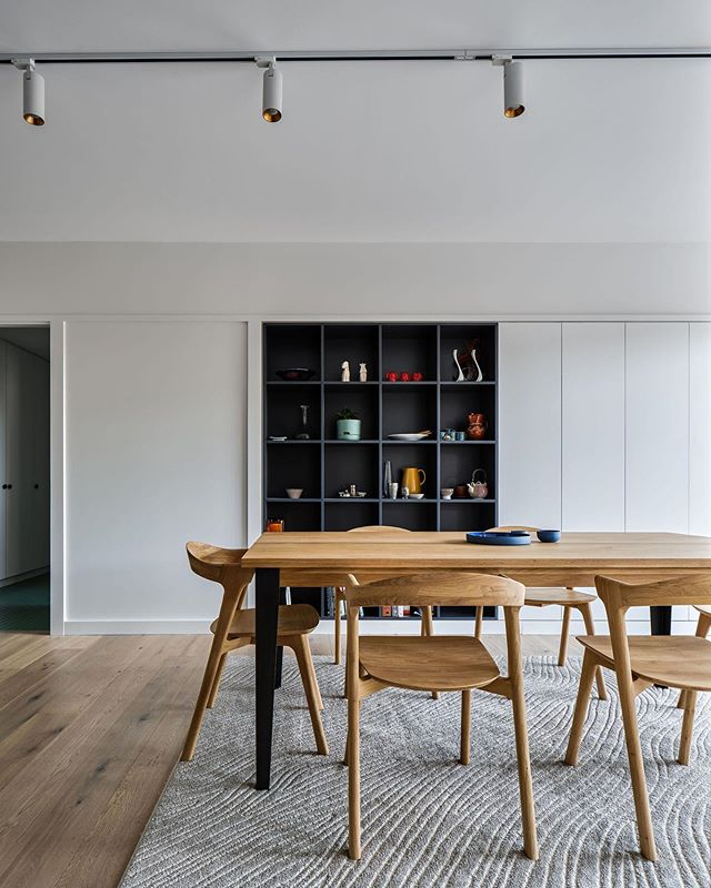 The perfect family home - Modern and classic. Who wouldn't want to eat at this table every night? Our Earlwood project with custom built joinery and adjustable track lighting.  Built by #trumanbuilding  Architect @berresford.architecture  Photo by @andymacphersonstudio  Lighting from @lightingaffairssydney  #dreamhome #residentialarchitecture #australianarchitecture #sydneybuilder #archidaily