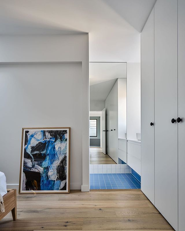 Recently completed Earlwood project. Built by our team of residential specialists #trumanbuilding  Design by @berresford.architecture  Photo by @andymacphersonstudio  Artwork from @blackliststudio  #dreamhome #residentialarchitecture #sydneybuilder #australianarchitecture #archidaily
