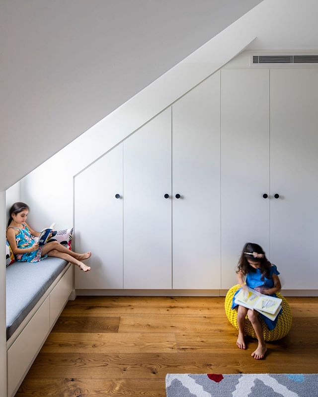 Kids play room at our Florence St terraces with custom built dormer window bench seating. Designed and built by #trumanbuilding  European oak flooring @maderafloors  Bench cushions from @thefoambooth Timber handles @kethy.australia  Rug @potterybarnkidsaus