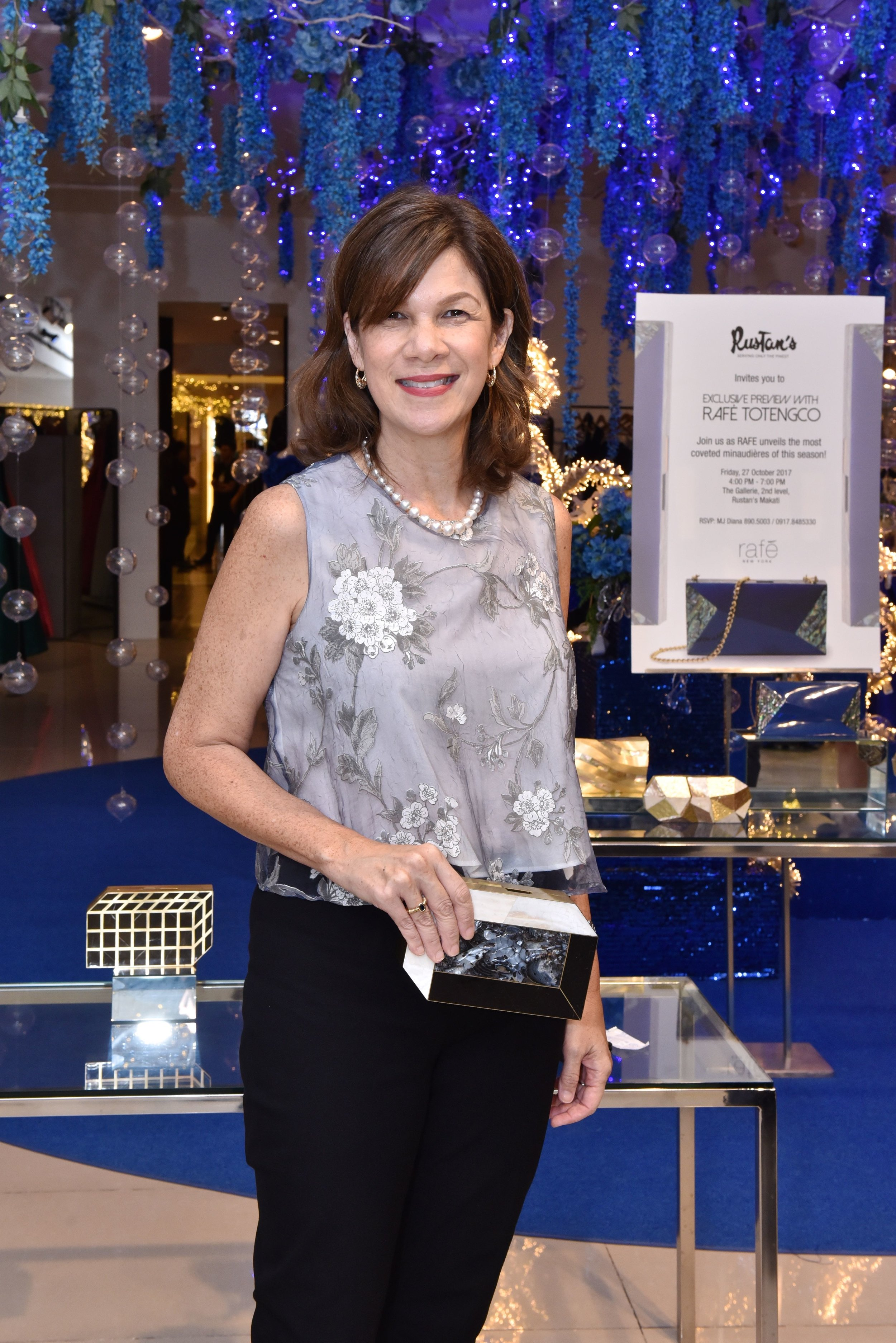 Cathryn Salud clutching the Pia Minaudière.