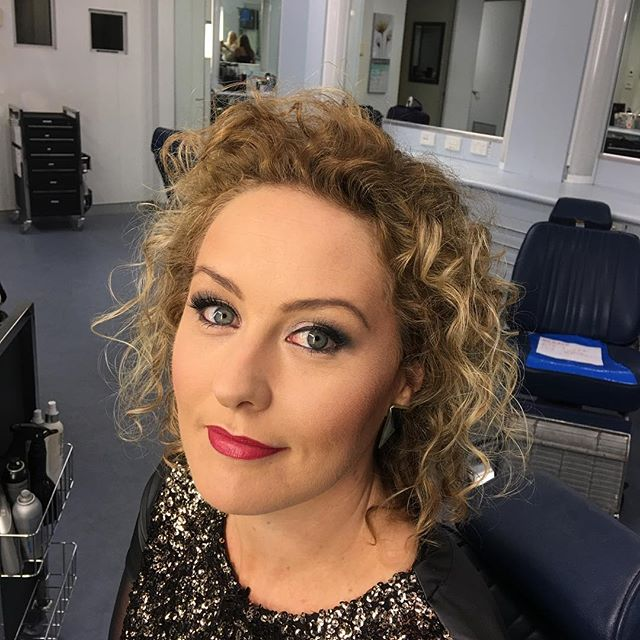 Thinking Hot pink lips. #zanrowe #abcscreentime