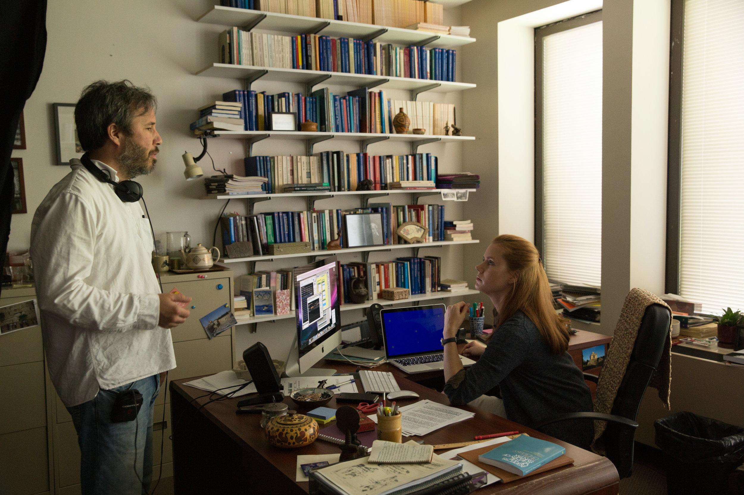 Denis Villeneuve directs Amy Adams on the set of  Arrival .