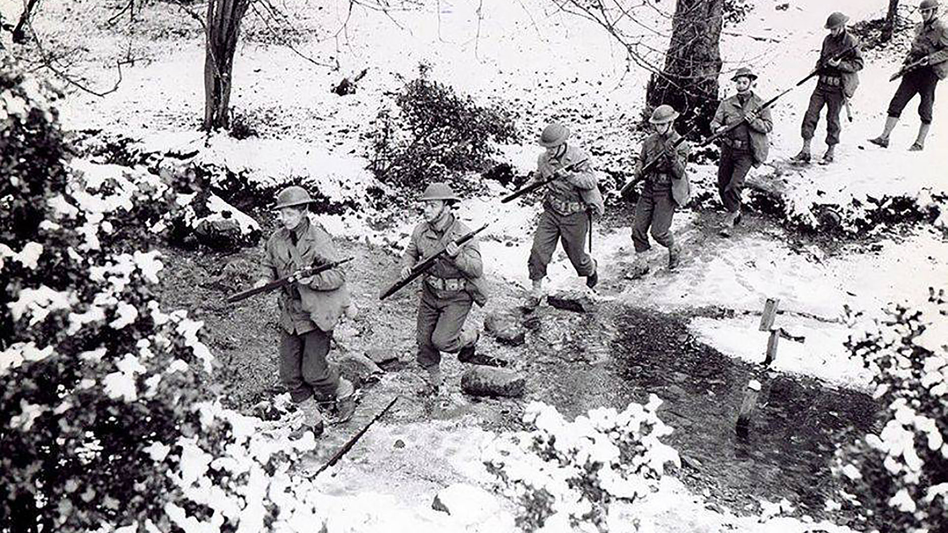 American GIs on a training exercise somewhere in Northern Ireland in the snow of late winter 1942. Copyright unknown. Photo from Irish Central.