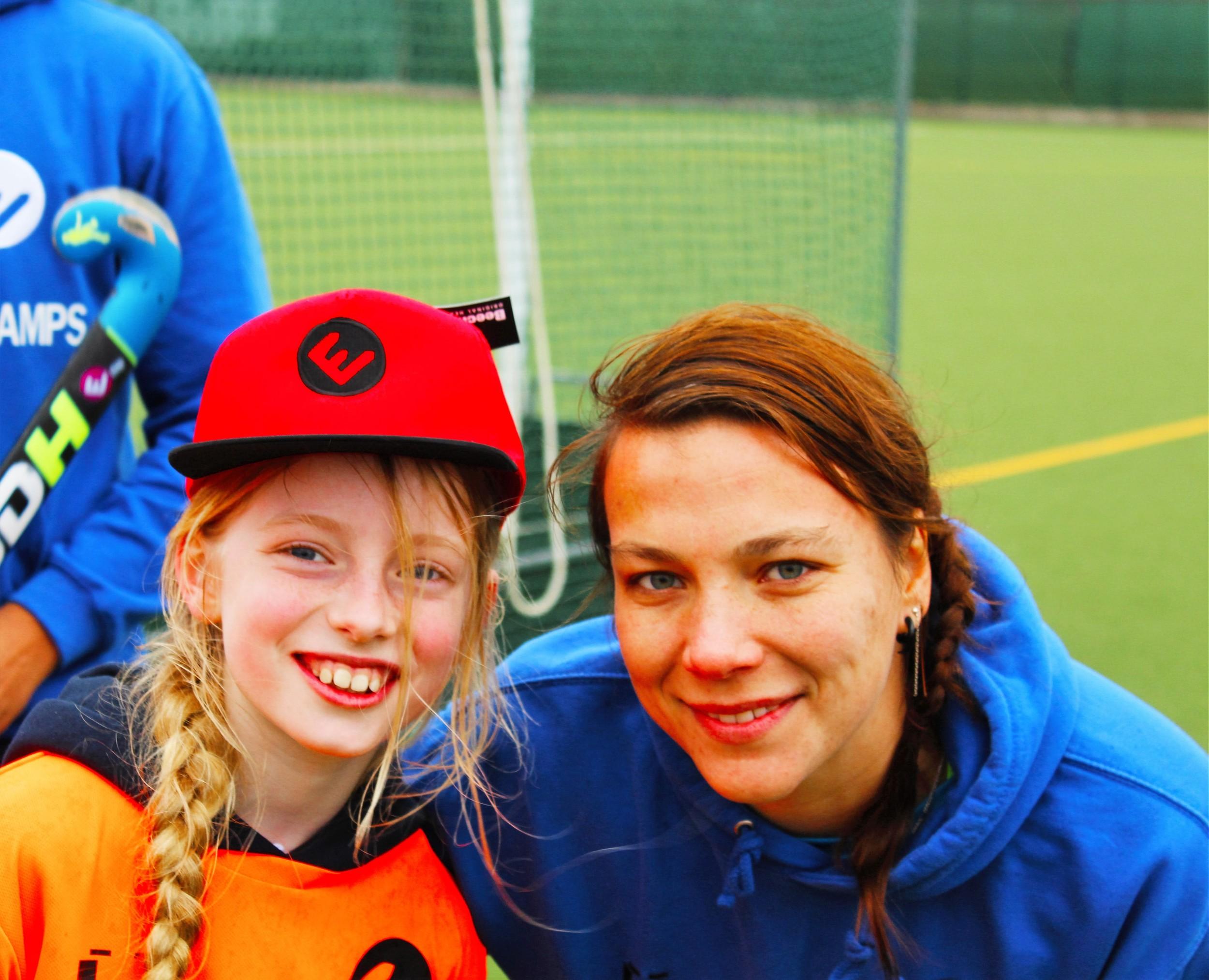 Prizewinner Rachel Crook with EVO coach, Czech Republic international & Supersixes Indoor Champion Bara Kavanova