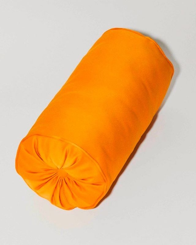 U can sit on me 🧡 Roll pillow in Silk duchesse satin 📸 by @krisdesmedt_photography #orangeisahappycolour #wimbruynooghe #duchessdemafesse