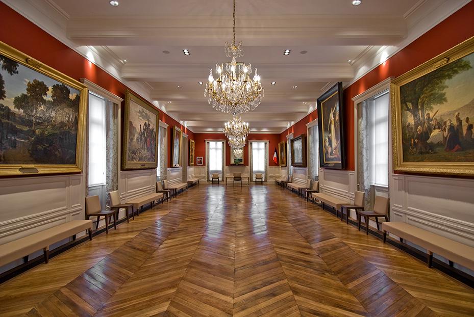 DINAN - Hôtel de ville / En collaboration avec l'architecte Yves Lecoq (gros oeuvre) - SURFACE : 300 m2 - Maître d'ouvrage : Professionel
