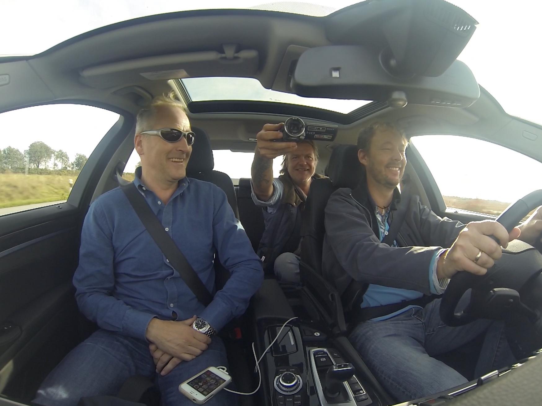 Glade gutter! Morten Abel og Alex Rosén ble med Bjørn-Vidar Bårtvedt til verftet i Tyskland. Begge seiler de nå rundt i hver sin lekker Dehler 38 og er ivrige brukere av båtene sine..