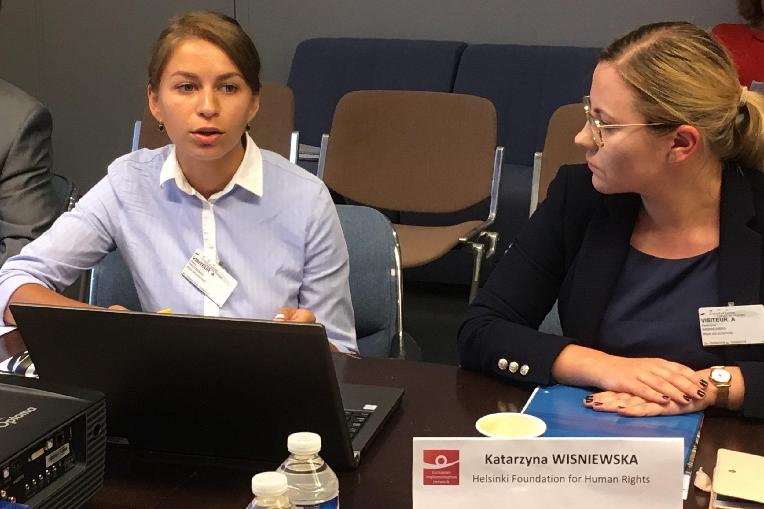 From left to right: Olena Protsenko (Ukrainian Helsinki Human Rights Union), speaking about the Gongadze case, and Katarzyna Wisniewska (Helsinki Foundation for Human Rights). Photo: EIN