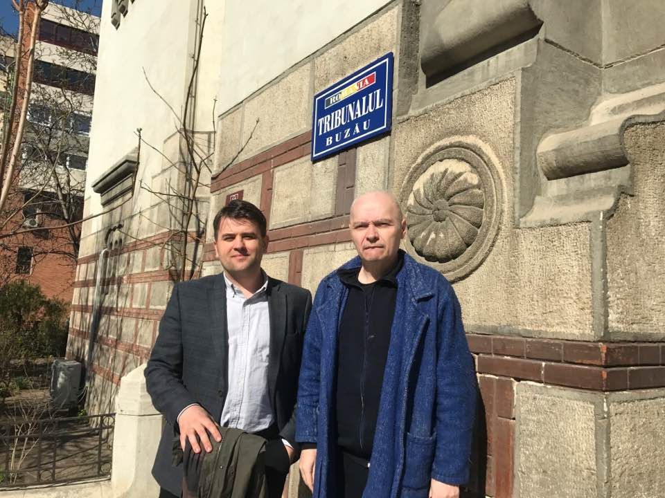 Constantin Cojocariu and the applicant in front of a Court in Romania (2018). Photo: C. Cojocariu