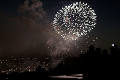 (Image Credit: ColourPixie )     If you want to spend your 4th of July at home and seeing some real life fireworks are a must then you can find out if your town has a local fireworks display and what time it will be to keep an eye out and if that's not an option you can always go with number 3.  Idea from: Rachel Pritchard Lenhart