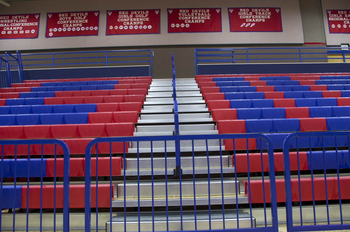safety end rails on telescopic bleachers