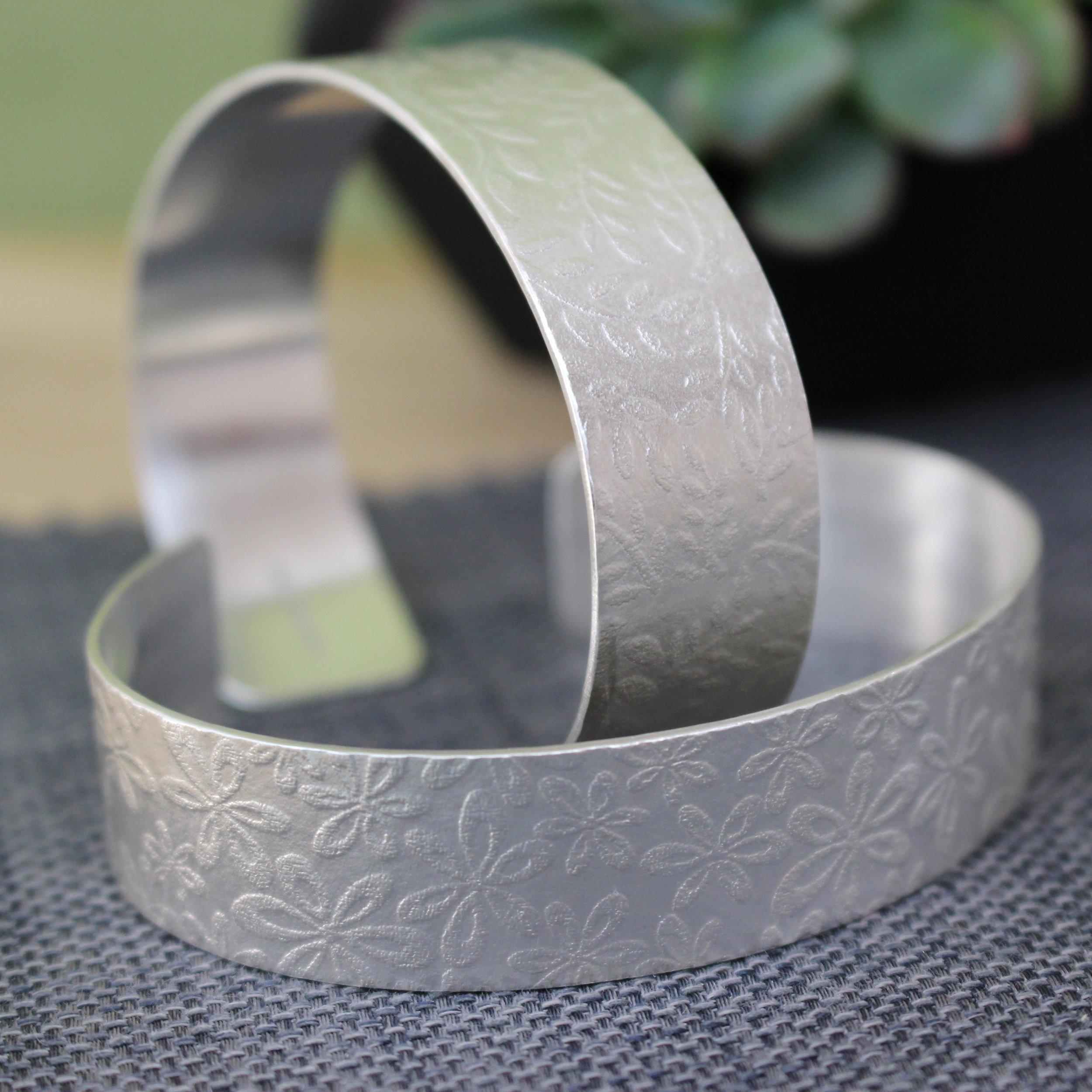 Joanne Tinley | UK Jewellery Designer | Silversmith | 24k gold | silver rings | Silver bracelets
