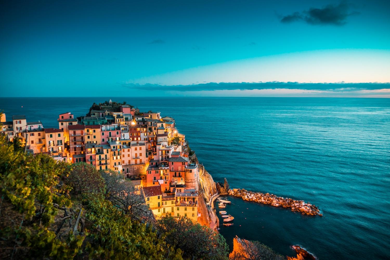 beautiful-manarola-at-night-cinque-terre-italy-picjumbo-com.jpg
