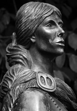 p153-Grace-OMalley-statue.jpg