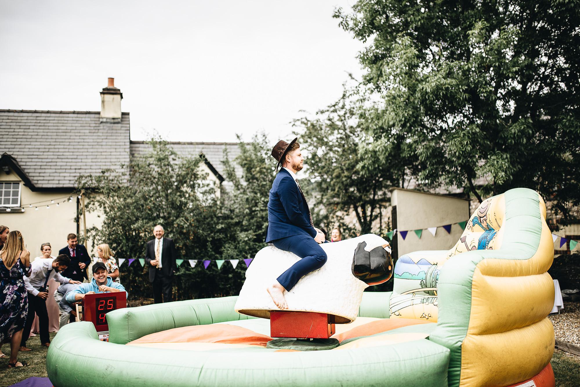 OurBeautifulAdventure-CardiffCastleWedding-Maddie&Joe-WeddingBlog-2576.jpg
