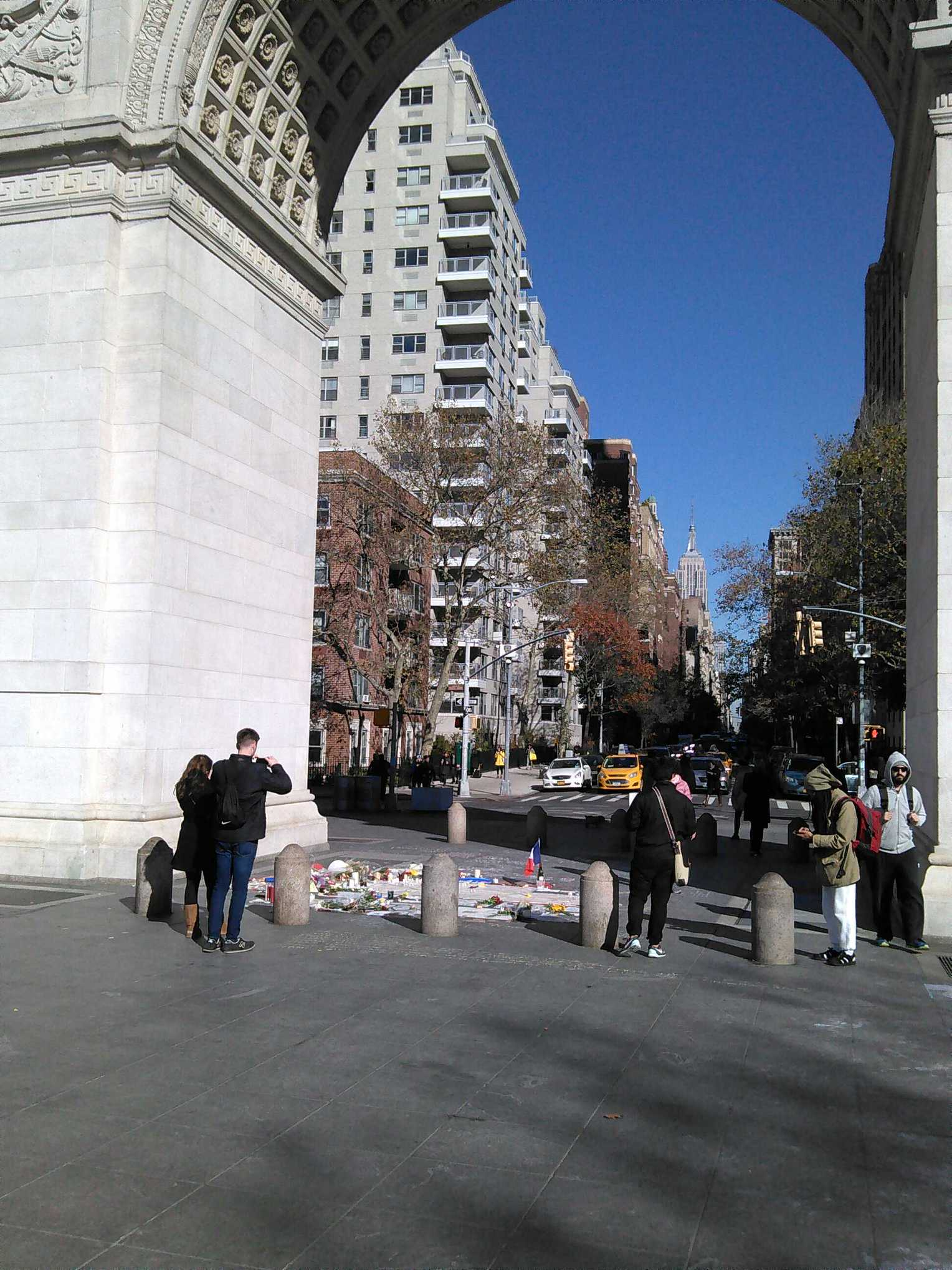 A memorial to the sad events in Paris under the Washington Square Park arch.