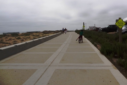 Nice, newer paved section of Ventura beachfront bike path near Surfers Point.