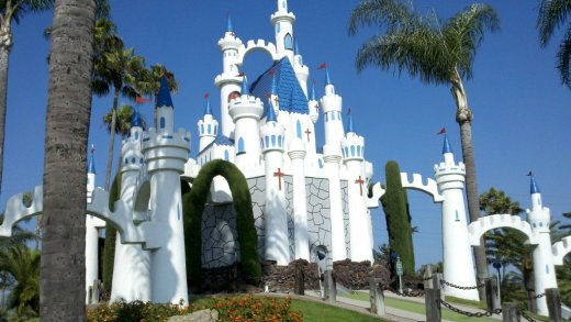 The beautiful and iconic castle at Golf N' Stuff Ventura,