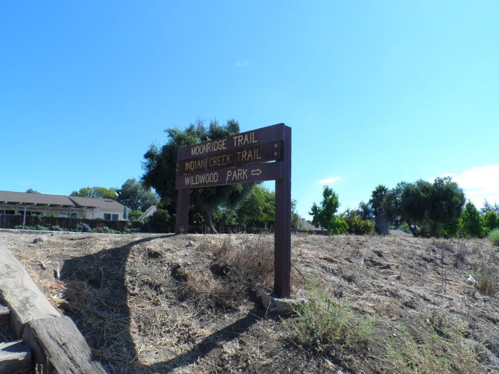 Indian Creek Trail entry point from Avenida de los Arboles
