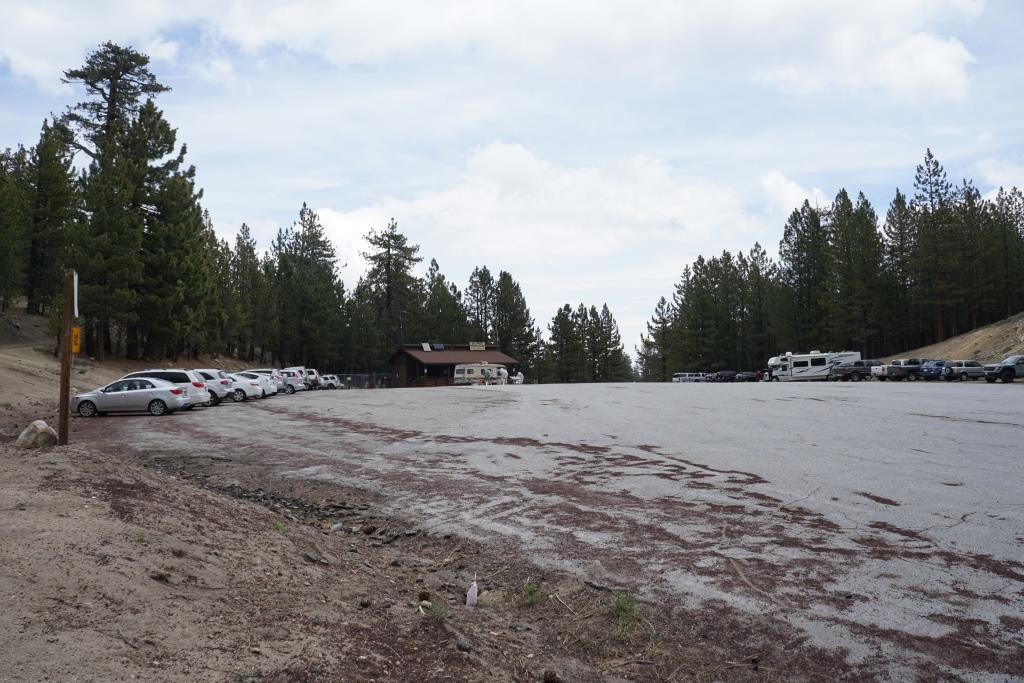 Plenty of parking available here at Mt. Pinos Nordic Base. The trail to the summit is to the left.