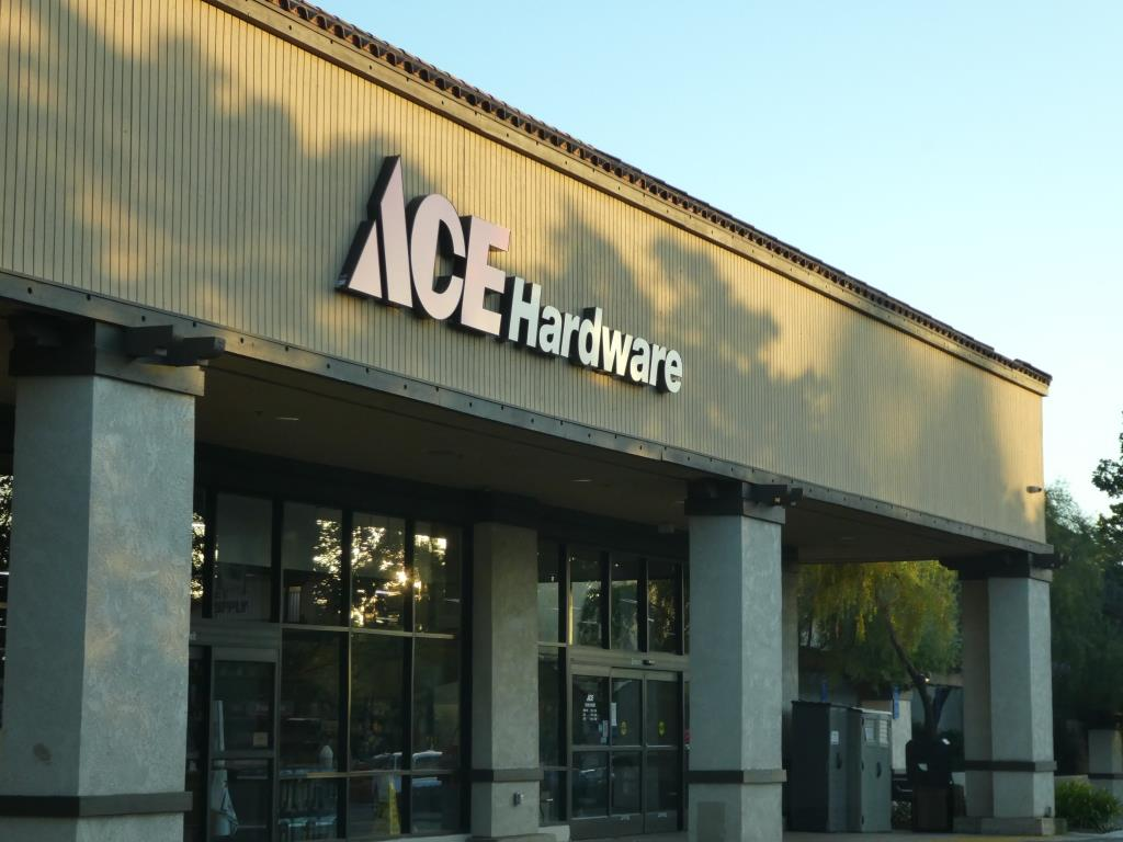 ace hardware to.JPG