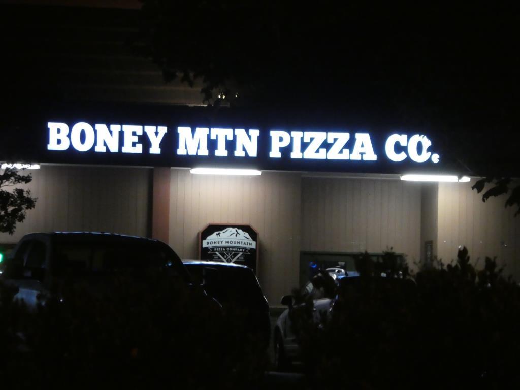 boney mountain pizza.JPG
