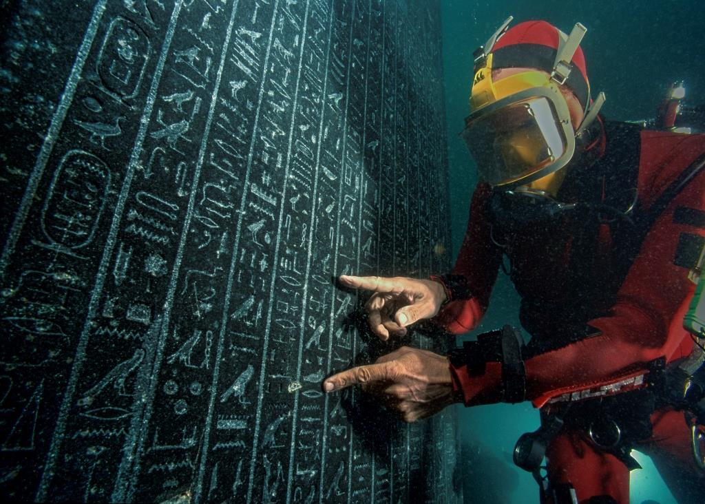 An archaeologist checks the stele of Thonis-Heracleion raised under water on site in the city of Heracleion. Thonis-Heracleion, Aboukir Bay, Egypt (SCA 277), National Museum, Alexandria - IEASM Excavations.  Photo: Christoph Gerigk © Franck Goddio / Hilti Foundation