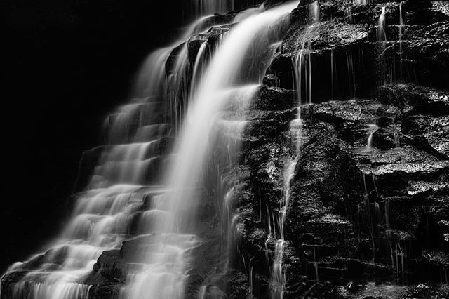 When a friend mistakes your desktop wallpaper for a default, but its really your 📸 😜 . . . . .  #blackandwhite #bnwphotography #sonya7riii #sonyalpha #fineartphotography #waterfall #longexposure #roamtheplanet #ourplanetdaily #awesomeearth #artofvisuals #visualsoflife #awakethesoul #thoughtoftheday #moodygrams #moodnation #exploretocreate #welivetoexplore #stayandwander  #liveforthestory #voyaged #longexposure #waterfall #nc #ncoutdoors